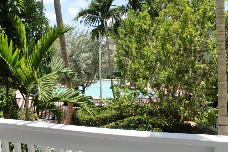 in gated  munity of coral hammock  2 bedroom 2 1 2 bath private home with high ceilings crown molding outside decks and patios and a gorgeous craig  u0026 cindy u0027s 2 bedroom coral hammock royal palm house  rh   rentmyparadise